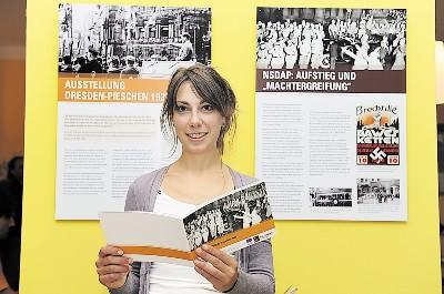 Organisatorin Nicole Völtz eröffnete die Ausstellung im Seniorenzentrum Impuls. Foto: Katja Frohberg
